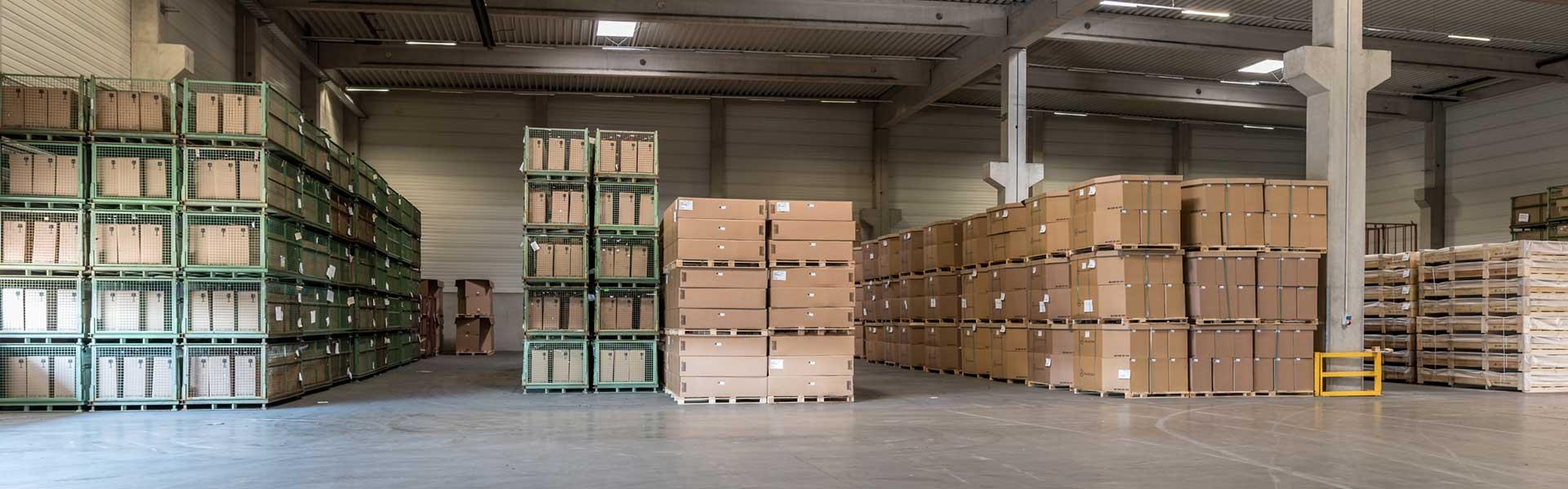 Aufnahme von Lager mit Versandpaketen